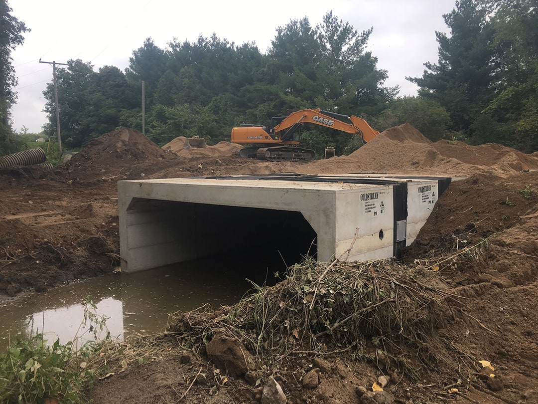 Installation of heavy precast culvert on Rock Glen Road by Coldstream Concrete